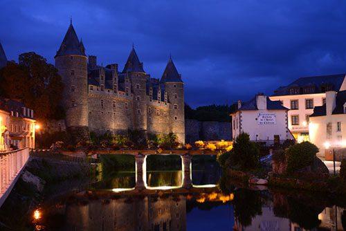 le 14 saint michel josselin maison d'hotes chateau nuit