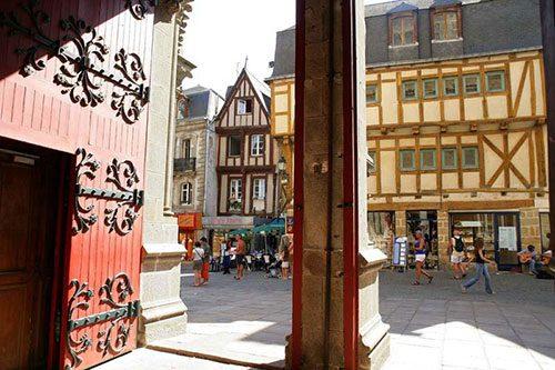 le 14 saint michel vannes rue medievale